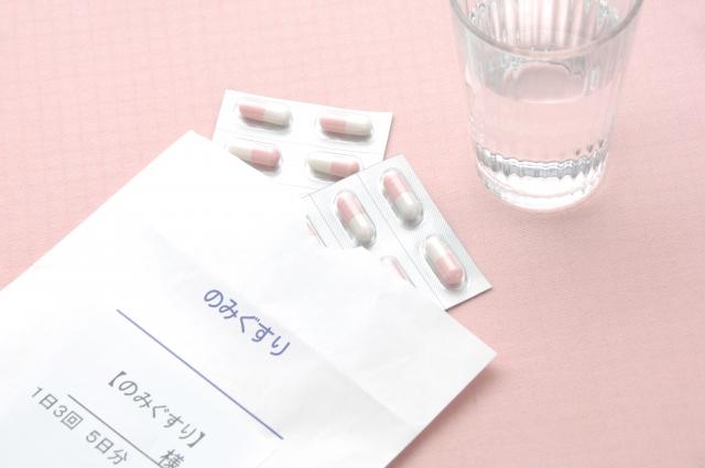 飲み薬と水